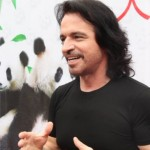 Yanni at press conference Santorini